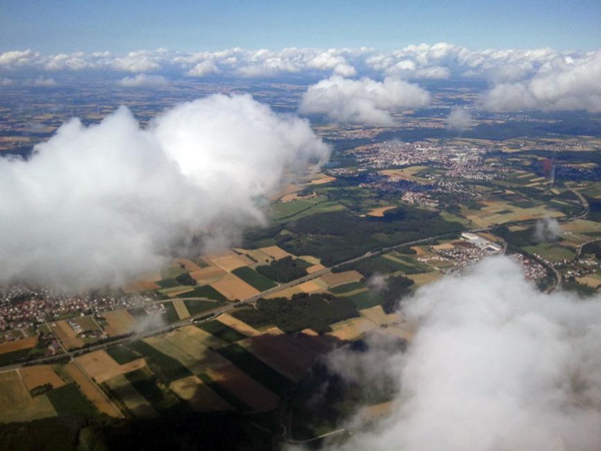 FlyZeit_Wolken_Gyrocopter_Calidus_Tannheim_Juli_2011.jpg